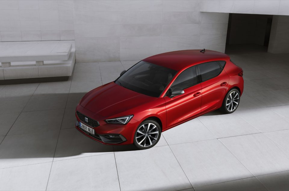 New Seat Leon revealed with cloud tech and hybrid powertrains