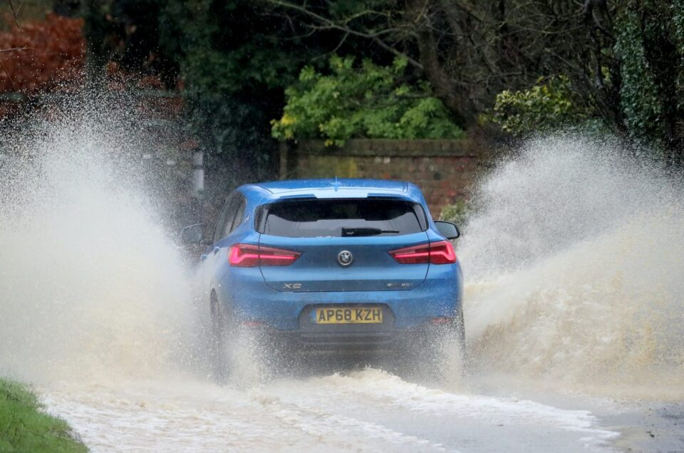 How to – Drive in floods or heavy rain