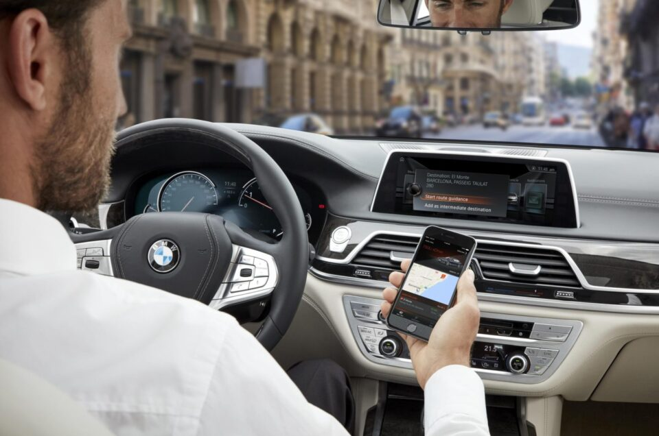 Explained – Smartphone apps that control to your car
